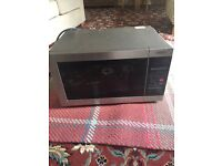 Combination microwave oven and grill