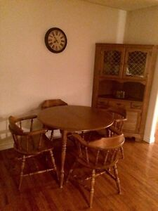 table with two extra leafs, 4 captain chairs and corner hutch Peterborough Peterborough Area image 1