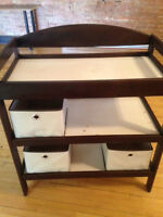 Dark Brown Baby Change Table / Table a langer