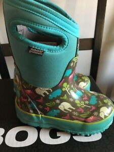 Toddler girl Bogs winter boots size 8