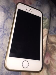 MINT CONDITION IPHONE 5S silver $200 OBO  London Ontario image 1