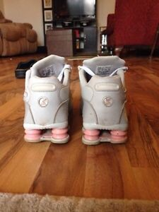 NIKE SHOCKS-Pink+grey size 9 London Ontario image 2