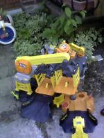 Chantier de construction Big Action avec camion téléguidé