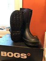 BOGS SIZE 2 & 3 NEVER WORN