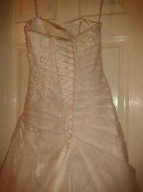 sweetheart ivory wedding dress