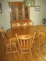 Dining room table/chairs/hutch