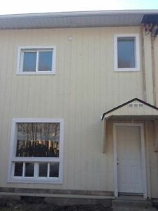 3 Bedroom Town House For Rent In Elliot Lake. Call To View Today