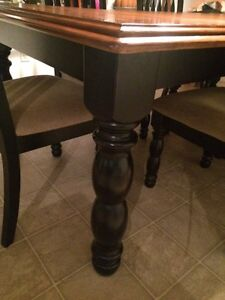 Bombay Solid Wood Table and Six Chairs Kitchener / Waterloo Kitchener Area image 2