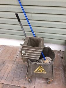 Rubbermaid commercial mop bucket with wringer Regina Regina Area image 1