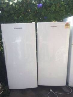 6 STAR UPRIGHT GREAT WORKING 373 LITER fisher &paykel fridge only