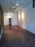 Small commercial space on St-Denis for rent