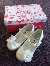 Beautiful girls bridesmaid/flowergirl shoes size 10.
