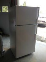New Condition Fridge/Freezer Unit