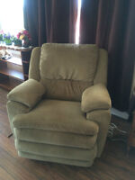 Pristine & Comfortable Lazy Boy Recliner