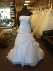 NEVER BEEN WORN: Venus Pallas Athena Wedding Gown