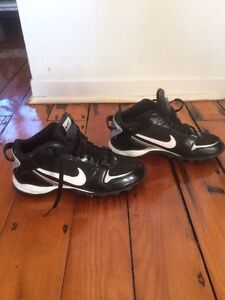 Soulier homme Nike 10 football, ultimate Frisbee etc.