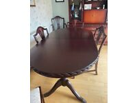 Mahogany Dinning Room Table And 6 chairs
