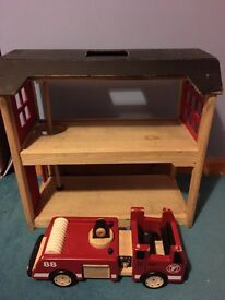 Pintoy wooden fire station and fire engine