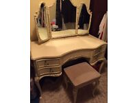 Vintage dressing table - shabby chic project?