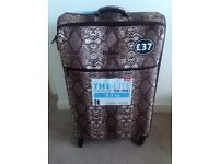 Brand New Large It Luggage Lightweight Suitcase