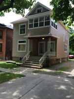 3 BED RENOVATED DUPLEX UTILITIES, INTERNET & CABLE INCLUDED !
