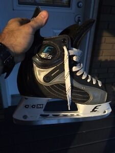 Patins Easton e25 comme neuf West Island Greater Montréal image 2