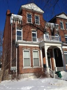 78 Wellington St. - MAY 1ST! Students! 5 Bdrm Apt. Downtown!