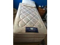 Sealy posturepiedic single divan bed. 1 month old. Free local delivery.