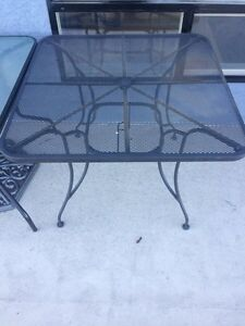 Table / Chair Set - Metal