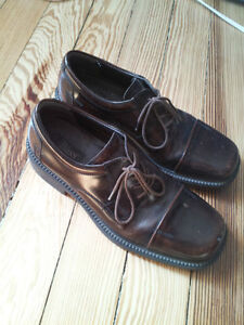 Mens Leather Dress Shoes - Bass size 9 1/2 London Ontario image 1