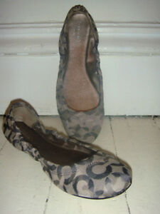 AUTHENTIC momogram COACH ballet flats, size 9