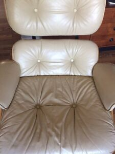 Vintage replica Eames lounge chair & ottoman  Kitchener / Waterloo Kitchener Area image 9