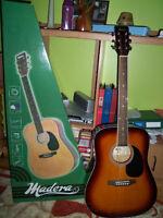 Guitare neuve dans la boite avec house et 2 suports