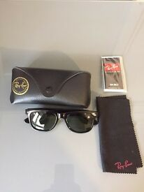 Ray-Ban Wayfarer classic sunglasses with case and cloth brand new