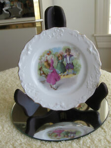 CHARMING LITTLE 5-INCH VINTAGE DECORATIVE CHINA PLATE [FLAWED]