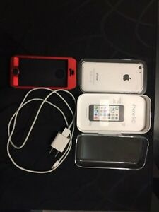 iPhone 5C - *Mint* +Extras London Ontario image 5