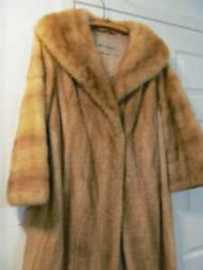 Mink furcoat, natural colour, light, from HOLT RENFREW