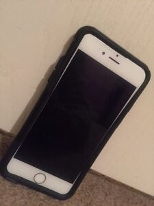 Silver iPhone 6 in good condition c/w Otter case