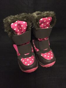 Winter boots - size 6/7 toddler