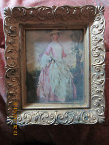 SMALL PICTURE IN FRENCH PROVINCIAL STYLE FRAME