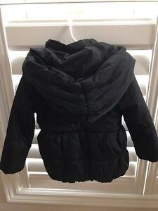 Girls black winter puffer coat 4T like new! Cambridge Kitchener Area image 2