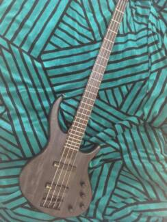 Almost BRAND NEW BASS GUITAR