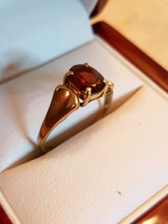 Ladies 9ct gold Ruby Ring
