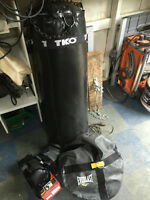 BOXING HEAVY BAG WITH BAG ANCHOR