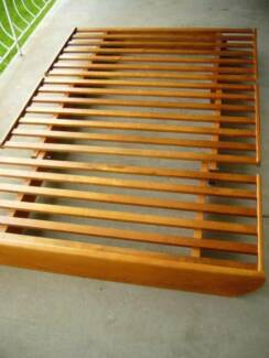 Excellent condition queen size futon bed base