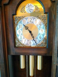 ANTIQUE GRANDFATHER CLOCK IN EXCELLENT CONDITION Windsor Region Ontario image 5