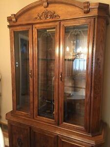 China Cabinet  Gorgeous detail, very high end Kitchener / Waterloo Kitchener Area image 3