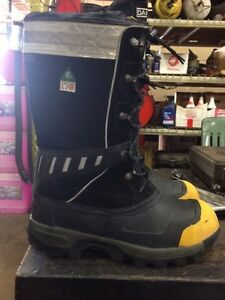 Men's composite work boots size 12 London Ontario image 1