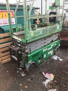 Selling 1 scissor lift 2 to choose from Windsor Region Ontario image 3