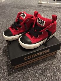 Childs converse trainers